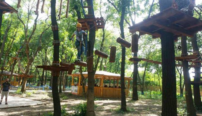 Distracţie la Paradis Land din Neptun  şi Aqua Land Eforie, pentru 36 de copii defavorizaţi - paradisland-1440781468.jpg