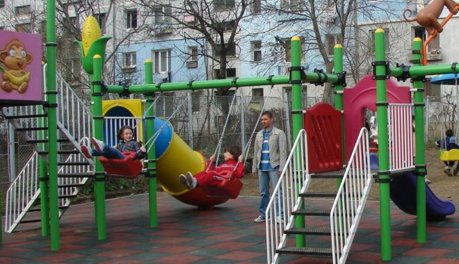 Foto: Locuri de joacă pentru copiii din Constanţa, în curs de amenajare