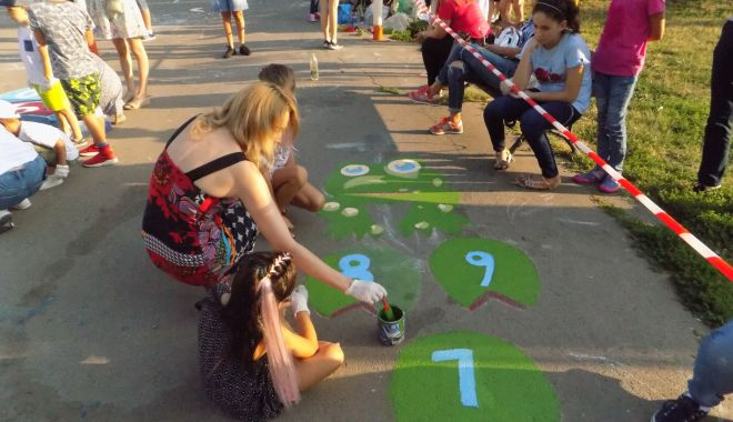 Foto: Au dat frâu liber imaginației. Parcul din cartierul Poarta 6, readus la viață