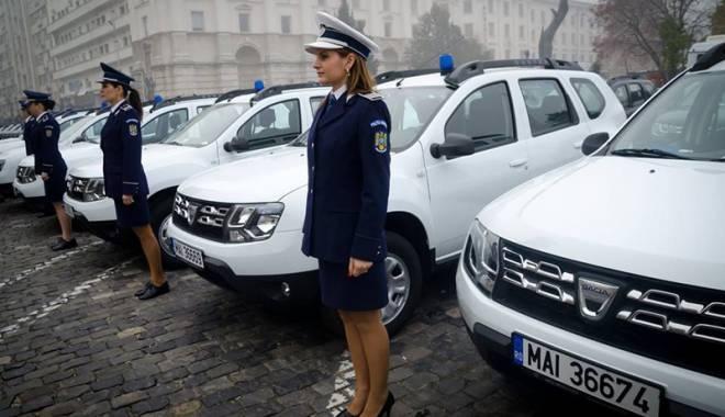 """Foto: Parcul auto al Poli�iei Constan�a s-a """"�mbog��it"""" cu patru Dacii Duster"""