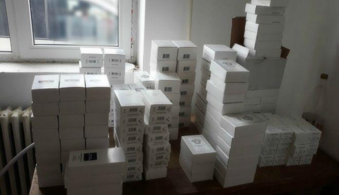 Parfumuri contrafăcute, confiscate la Negru Vodă și Vama Veche - parfumuri-1520959382.jpg