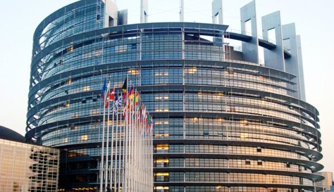 Foto: PE adoptă trei rezoluţii privind introducerea brevetului unic european