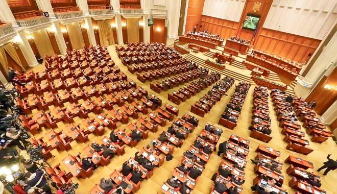 Foto: Ședință solemnă în Parlament, la 26 de ani de la Revoluție