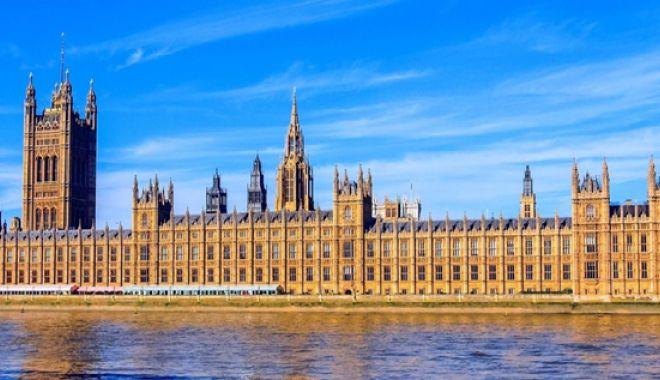 Foto: Parlamentul britanic va dezbate pe 1 aprilie petiţia populară de anulare a Brexit-ului