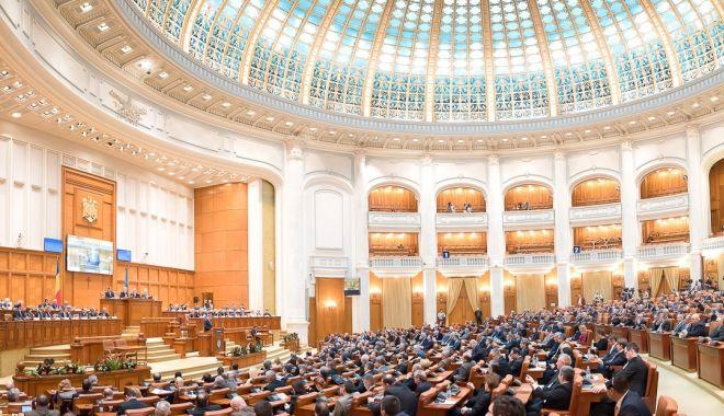 Parlament / Ședința de astăzi în care era programată citirea moțiunii - suspendată - parlament-1570022335.jpg