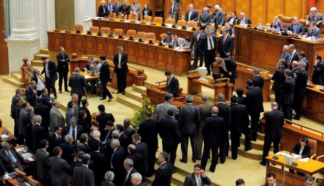 Foto: SCENE OBSCENE ÎN PARLAMENT / Deputat suspendat şase luni din PSD