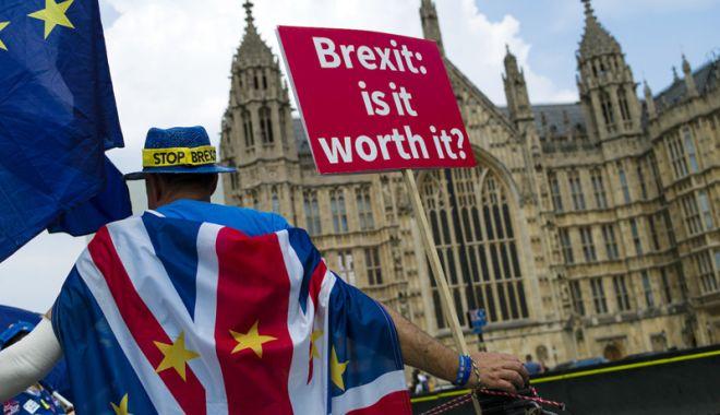Foto: Parlamentul britanic respinge Brexitul