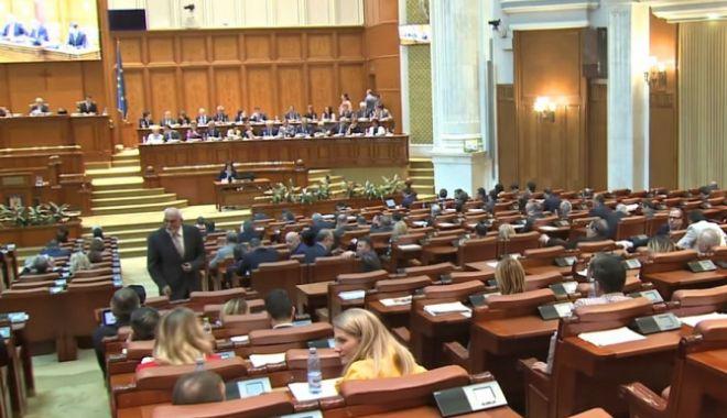 """Foto: Moţiunea de cenzură """"Ajunge! Guvernul Dragnea - Dăncilă, ruşinea României!"""" a picat"""