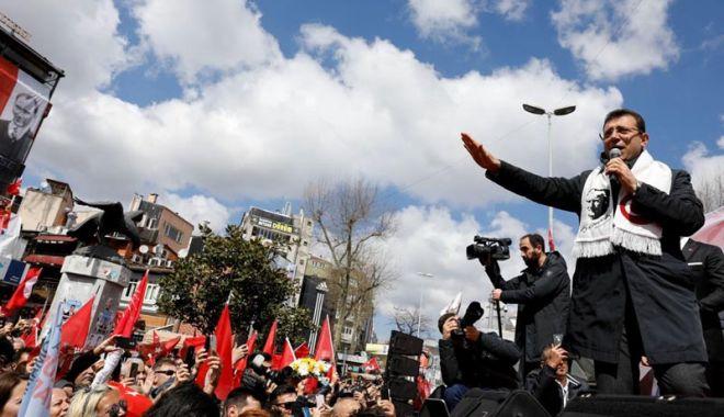 Foto: Partidul de guvernământ AKP şi cel de opoziţie CHP revendică victoria la Istanbul
