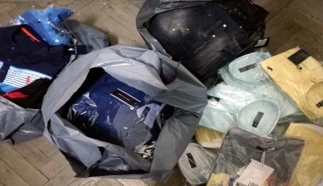 Foto: Pasager al unui autocar, prins cu haine contrafăcute la PTF Vama Veche