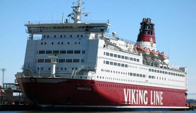 """Foto: Pasagerii unei nave s-au trezit că le """"plouă"""" în cabine"""