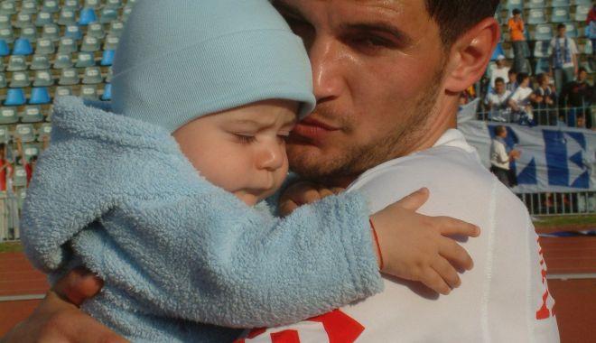 Drum lin, Denis Paşcovici! Foto de sentiment cu fiul fostului fotbalist al FC Farul - pascovicifarulapulumgf69-1539329294.jpg