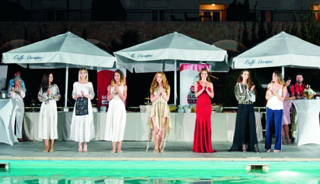 Foto: Pași cu tradiție: opincile - de la sat, pe podium, la Mamaia