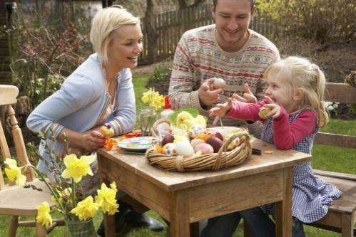 Astăzi, creștinii se pregătesc de Paște - pastefamilie-1556351895.jpg