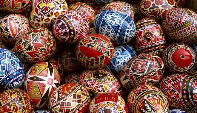 Foto: Paştele blajinilor. Tradiţii şi obiceiuri la români