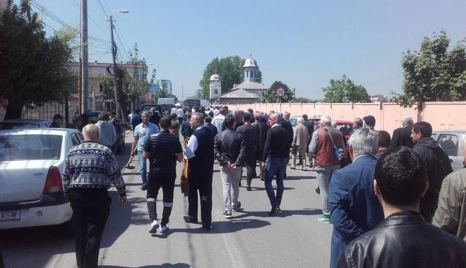 Imagini sfâşietoare! Durere fără margini la înmormântarea lui Dumitru Antonescu - patru-1461842184.jpg