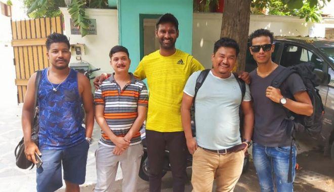 Foto: Patru profesori din Nepal vin la Constanța să învețe oină