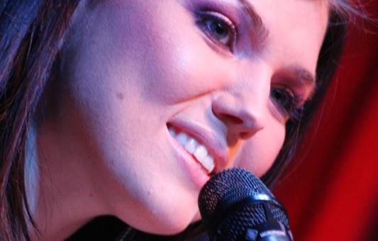 Paula Seling va concerta diseară, în clubul Phoenix - paulaseling1317931228-1317936381.jpg