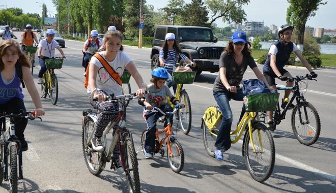 Foto: Sâmbătă,  pedalăm în familie prin Constanţa