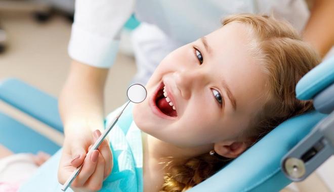 Foto: Mituri spulberate despre dinţi. Ne dor dinţii pentru că ne-a tras curentul?