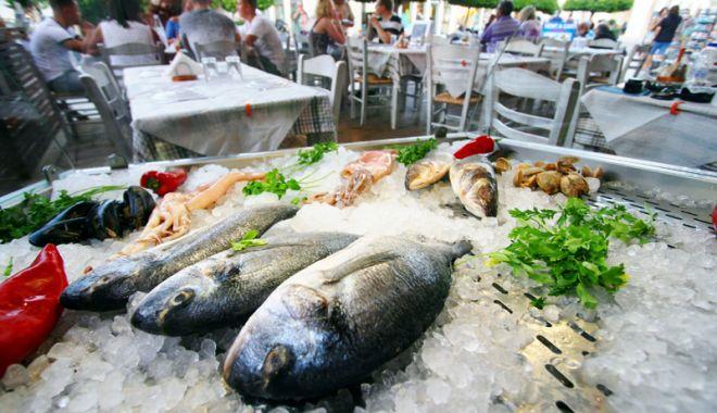 Foto: Pe litoral se poate mânca bine! Sute de unităţi de alimentaţie, verificate  de inspectorii sanitar-veterinari