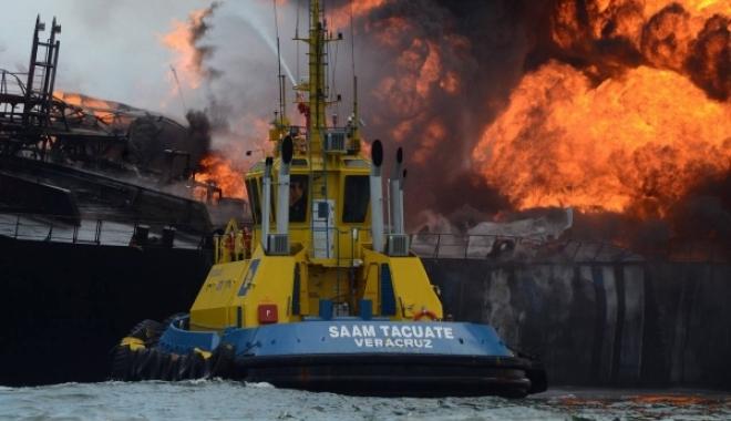 Foto: PETROLIER CUPRINS DE FL�C�RI. Avea 150.000 de barili la bord! VIDEO