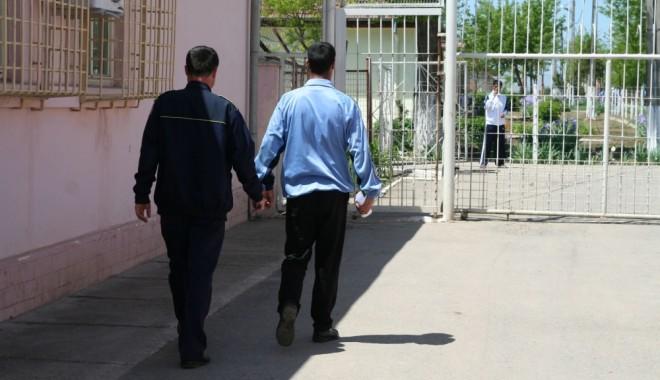 Foto: Deţinuţii de la Poarta Albă, mai interesaţi de vizitele intime decât de şcoală