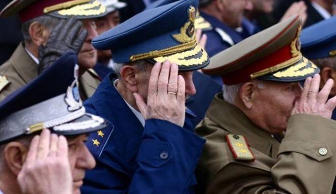 Foto: Discuţii pe baza pensiilor militare. Cât concret, cât vrăjeală