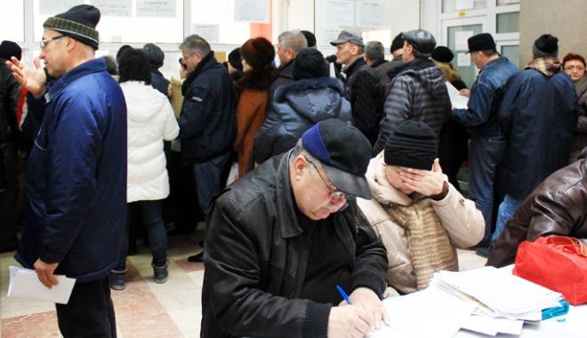 Foto: Pensionarii îşi primesc în iulie banii pe grupele de muncă