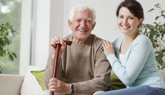 Foto: Bătrâneţi asigurate. Constănţenii şi-au plătit pensii de aproape 12 milioane de lei