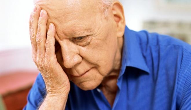 Foto: Vai de bătrâneţile lor! Au pensiile schilodite de popriri