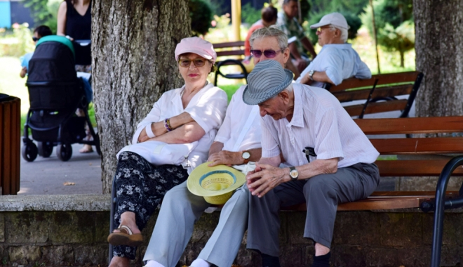 Foto: Pensionarii care primesc reţete compensate, verificaţi de CJAS. 170 de bătrâni, puşi să scoată bani grei din buzunar