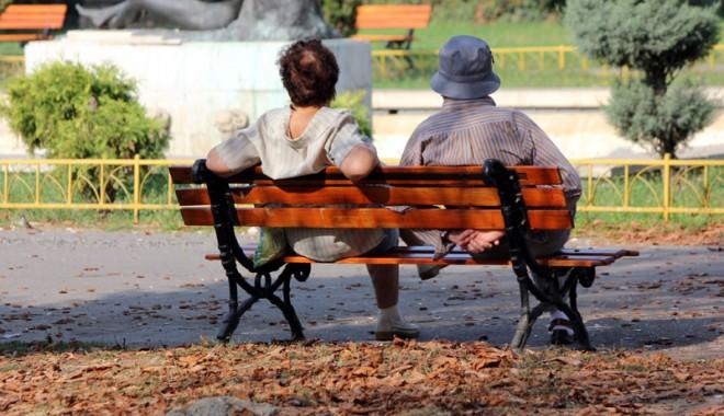 Foto: Femeile se vor pensiona la 65 de ani. Vezi de când