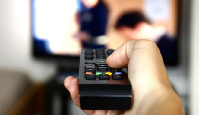 Foto: Filme porno la tv, la orele prânzului