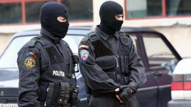 Foto: PERCHEZIŢII DE AMPLOARE! Se lucrează pentru DESTRUCTURAREA UNEI GRUPĂRI SPECIALIZATE ÎN CRIMINALITATE ORGANIZATĂ