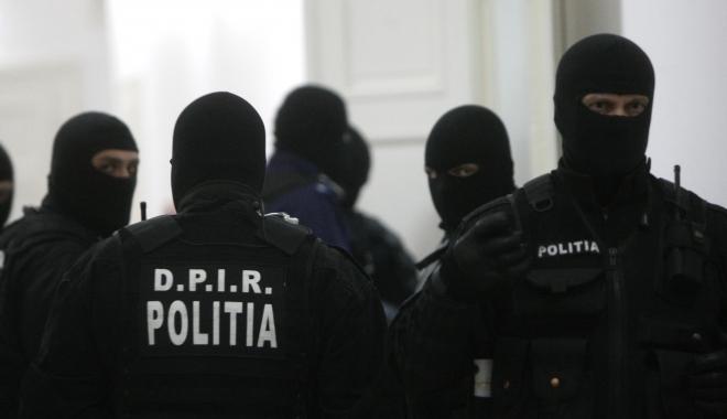 Foto: Percheziţii de amploare la persoane suspectate de tâlhărie în mai multe oraşe