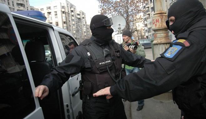 Foto: Percheziţii la Constanţa pentru depistarea a 11 tâlhari