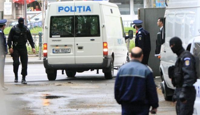Foto: Percheziţii într-un dosar de mită / Sunt vizaţi 11 agenţi de poliţie