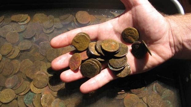 Foto: Percheziţii la Constanţa, pentru prinderea unor hoţi de monede şi arme antice