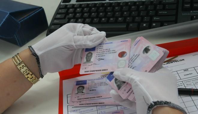 Foto: Ce este permisul internaţional de conducere şi de ce îţi poate fi util
