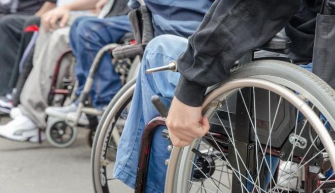 Foto: E VREMEA FAPTELOR BUNE! Daruri pentru persoanele cu dizabilități