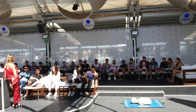 Foto: Personalul cluburilor din Mamaia, instruit despre cum să ajute drogaţii