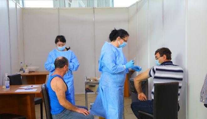 Personalul din centrele de vaccinare încă îşi aşteaptă salariile - personaluldincentrele-1620148948.jpg