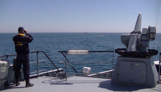 Comandantul pescadorului sub pavilion Turcia, surprins la braconat în Marea Neagră, cercetat în stare de arest preventiv - pescadoare-1558595084.jpg