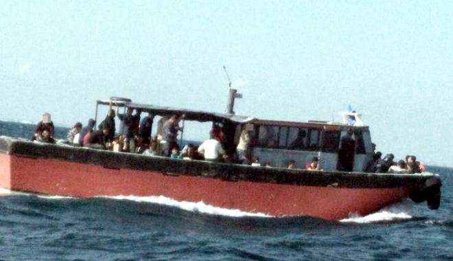 Foto: Pescador plin cu migranţi, interceptat de poliţiştii de frontieră, în Marea Neagră