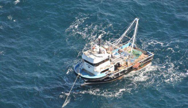 Foto: MINUTELE TREC, NICIUN SEMN! A fost extinsă zona de căutare a celor trei pescari dispăruţi în mare