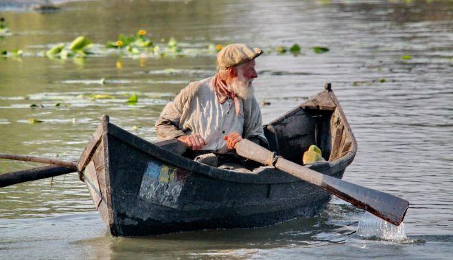 Foto: Pescarii comerciali din Deltă vor putea captura legal mai mult peşte