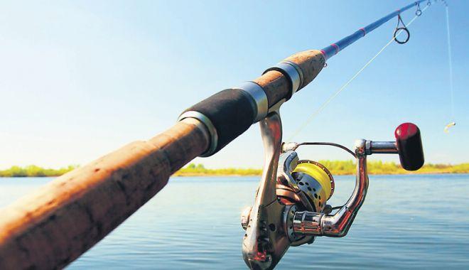 Zece persoane care pescuiau ilegal, amendate  de polițiștii  de la Transporturi - pescuitilegal-1536939003.jpg
