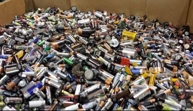 Foto: Peste 12 tone de baterii uzate, colectate în magazinele Carrefour