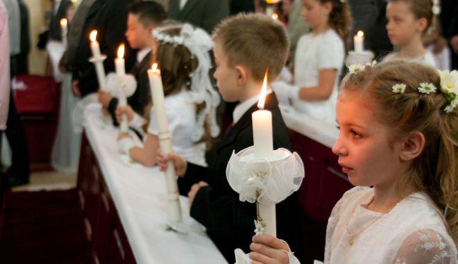 Foto: Peste 150 de preoţi catolici, suspendaţi pe fondul abuzurilor sexuale asupra copiilor